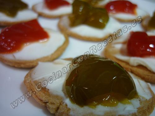 cocinar-con-recetas-aperitivos-canapes-de-pimientos-confitados-con-queso-philadelphia-1.jpg