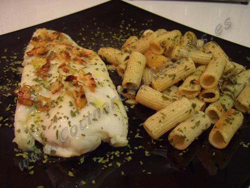 Panga a la plancha con pasta integral salteada con ajo y - Cocinar a la plancha ...