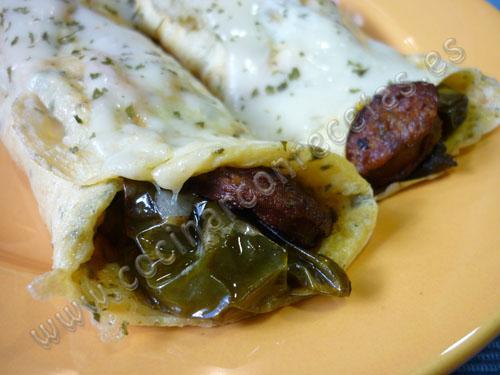 cocinar-con-recetas-entrantes-rollitos-de-tortilla-rellenos-de-chorizo-y-pimientos-1.jpg